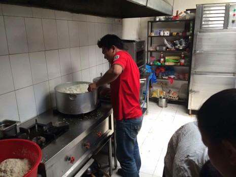Việt Nam gửi tặng người dân Nepal 50 ngàn USD - ảnh 2
