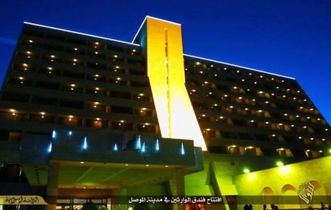 IS mở khách sạn 5 sao, có thể chặt đầu khách trọ