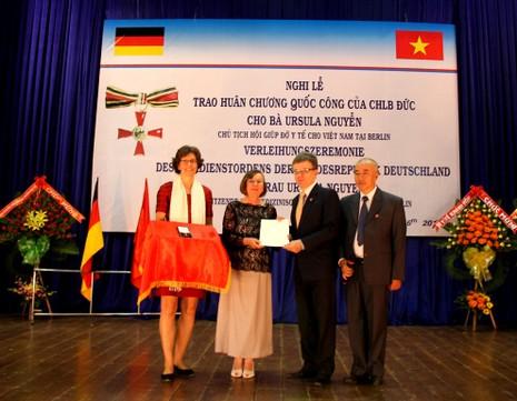 Trao huân chương cao quý cho người phụ nữ Đức lấy chồng Việt - ảnh 1
