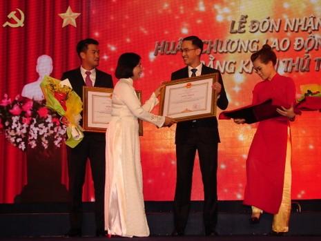 Vợ ông Johnathan Hạnh Nguyễn và tập đoàn IPP nhận huân chương cao quý - ảnh 2