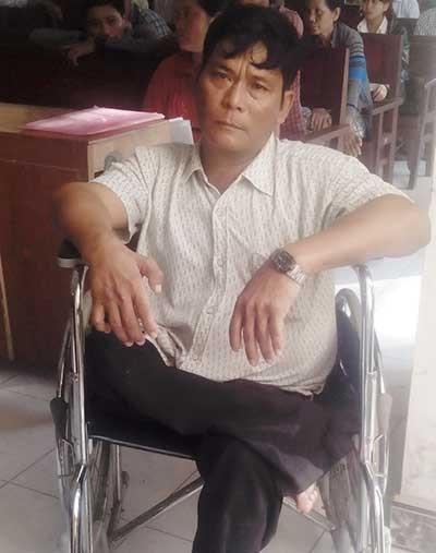 Xử phúc thẩm vụ 'ngồi xe lăn chống người thi hành công vụ' - ảnh 2