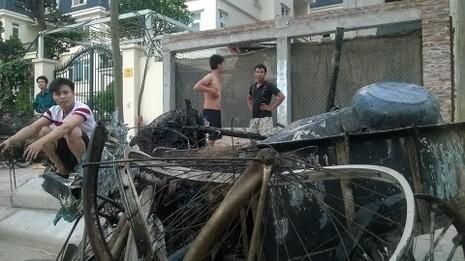 Cháy khủng khiếp trong đêm ở khu lán công nhân, 4.000 người tháo chạy - ảnh 6
