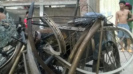 Cháy khủng khiếp trong đêm ở khu lán công nhân, 4.000 người tháo chạy - ảnh 12
