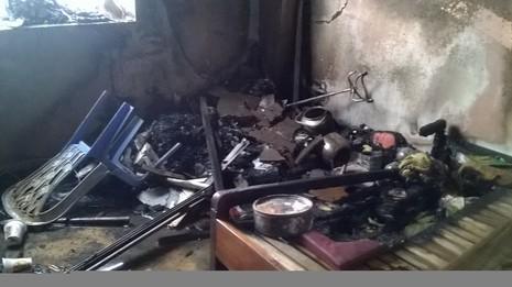 Cháy căn hộ chung cư ở tầng 13, người dân hoảng loạn - ảnh 3