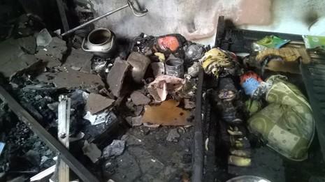 Cháy căn hộ chung cư ở tầng 13, người dân hoảng loạn - ảnh 2
