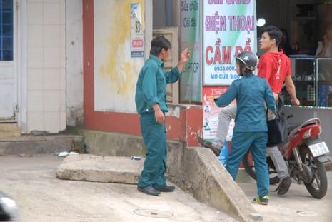Dân quân đánh nhau tá lả giữa đường khi đi hát karaoke  - ảnh 6