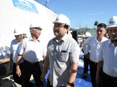 Phó Thủ tướng Hoàng Trung Hải thị sát dự án hầm đèo Cả - ảnh 1