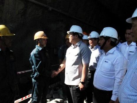 Phó Thủ tướng Hoàng Trung Hải thị sát dự án hầm đèo Cả - ảnh 2