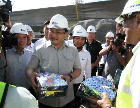 Phó Thủ tướng Hoàng Trung Hải thị sát dự án hầm đèo Cả - ảnh 3