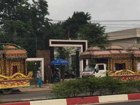 Tiễn đưa 6 nạn nhân vụ thảm sát Bình Phước về nơi an nghỉ cuối cùng - ảnh 14