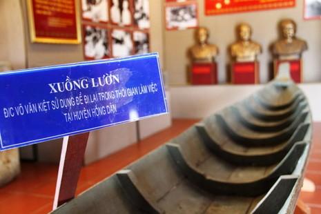 Chiếc xuồng lườn từng được cố Thủ tướng Võ Văn Kiệt sử dụng đi lại trong thời gian công tác ở đồng chó ngáp Bạc Liêu - Ảnh: V.TR.