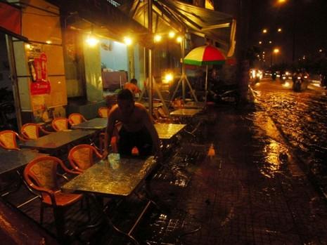 Sài Gòn mưa như trút, gần 500 gian hàng triển lãm 'chết đứng' - ảnh 3