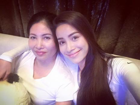 Phạm Hương còn thường khoe ảnh chụp cùng mẹ