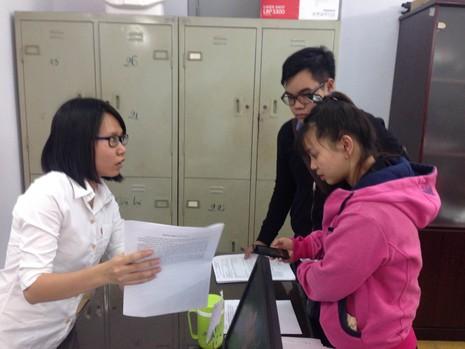 Hồ sơ đăng ký dự thi THPT ngày đầu còn thưa thớt - ảnh 1