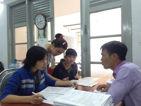 Hồ sơ đăng ký dự thi THPT ngày đầu còn thưa thớt - ảnh 2