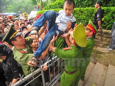 Hình ảnh đẹp về các chiến sĩ công an ở lễ hội đền Hùng - ảnh 5