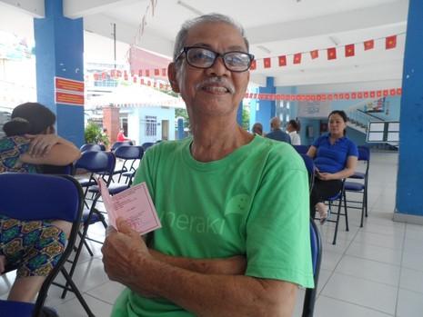 Cụ bà 107 tuổi đến tận điểm bầu cử để bỏ phiếu  - ảnh 2
