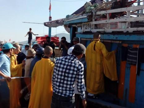 Sáng nay, khẩn cấp tìm kiếm 3 nạn nhân mất tích trong vụ chìm tàu du lịch - ảnh 3