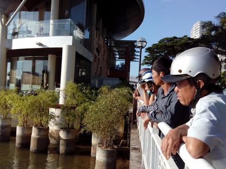 Sáng nay, khẩn cấp tìm kiếm 3 nạn nhân mất tích trong vụ chìm tàu du lịch - ảnh 7