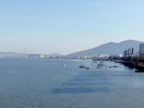 Sáng nay, khẩn cấp tìm kiếm 3 nạn nhân mất tích trong vụ chìm tàu du lịch - ảnh 11