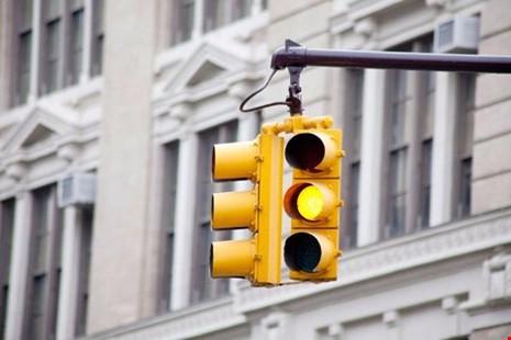 Bộ Giao thông giải thích cặn kẽ về phạt vượt đèn vàng - ảnh 1