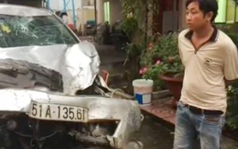 Ôtô chở thuốc lá lậu đâm sập bờ tường khi bị truy đuổi - ảnh 1
