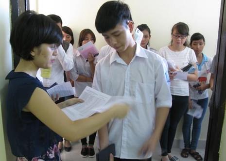 Bộ Giáo dục công bố điểm thi tốt nghiệp cùng một thời điểm - ảnh 1