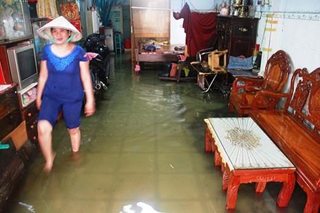 Mưa ngớt, TP.HCM còn ngập nước - ảnh 4