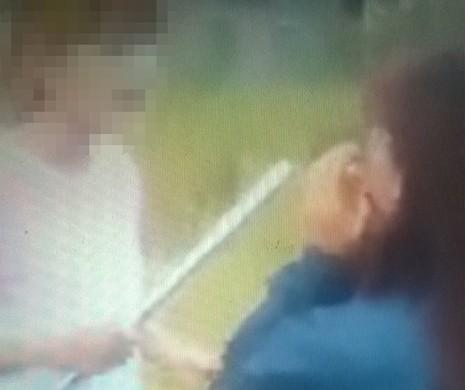 Công an xác minh clip nữ sinh dùng gậy sắt đánh bạn - ảnh 1