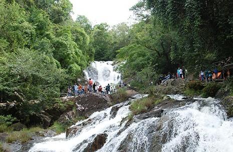 Tự thả mình theo nước, ba du khách Anh tử nạn ở thác Datanla - ảnh 3