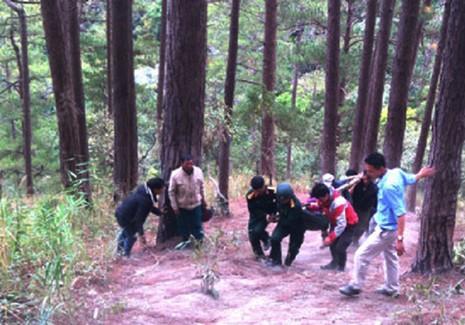 Tự thả mình theo nước, ba du khách Anh tử nạn ở thác Datanla - ảnh 2