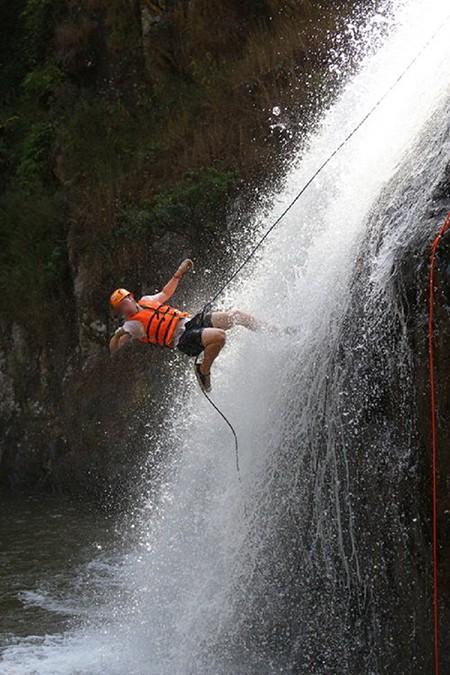 Ba du khách Anh tử nạn ở thác Datanla do chấn thương sọ não - ảnh 3