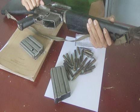 Ôm khẩu M16 dọa bắn dân phòng - ảnh 1