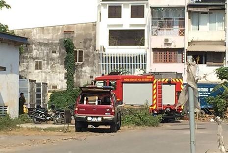 Cháy ở gần sân bay Tân Sơn Nhất - ảnh 3