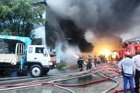 Cháy lớn tại Công ty Nệm Vạn Thành - ảnh 8