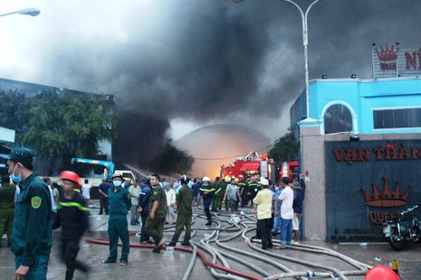 Cháy lớn tại Công ty Nệm Vạn Thành - ảnh 9