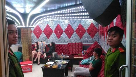 Hàng chục thanh niên phê ma túy trong nhà hàng Sài Gòn - ảnh 5