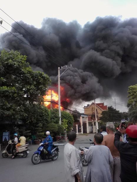 Cháy nhà ở quận 9, ít nhất 2 người tử vong - ảnh 3