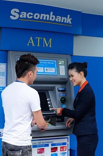 Sacombank tiếp nhận yêu cầu giao dịch trên ATM - ảnh 1