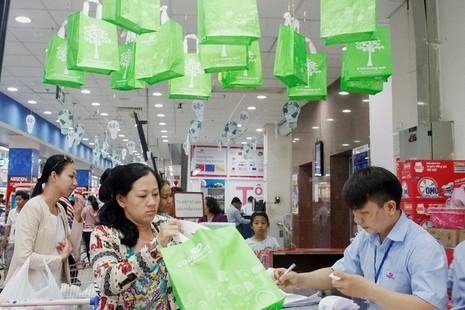 Co.opmart và Co.opXtra giảm giá mạnh sản phẩm tiết kiệm điện - ảnh 1