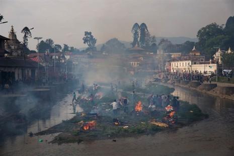 Thủ đô Nepal dịch chuyển 3m, 3.700 người chết - ảnh 4
