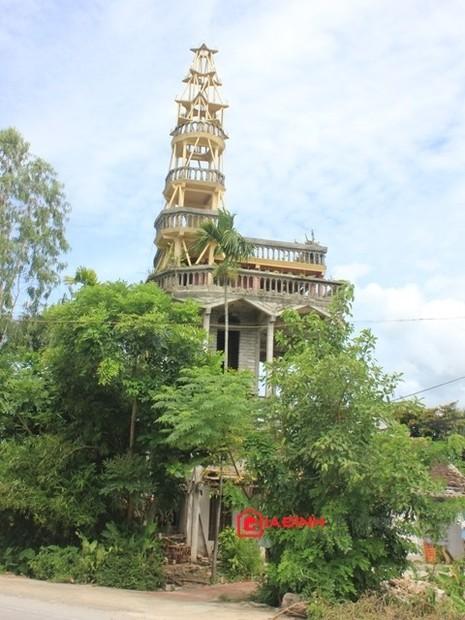Ngôi nhà kỳ dị này là của gia đình ông Nguyễn Văn Cường (xóm Tân Quang, xã Hoa Thành, Yên Thành, Nghệ An)