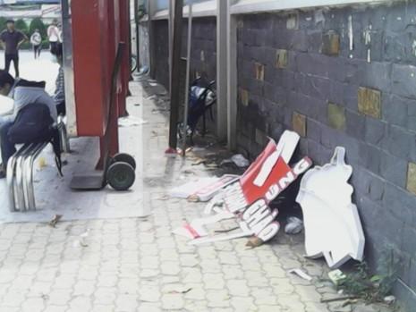 """Không có thùng rác, trạm xe buýt """"như bãi chiến trường"""" - ảnh 3"""