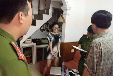 Bắt 'Thánh Cô Cô Bóc' gây náo loạn showbiz Việt - ảnh 1
