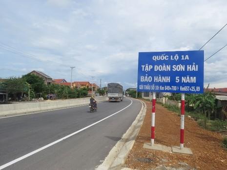 Quốc lộ 1A bị phá hoại bằng hóa chất lạ - ảnh 3