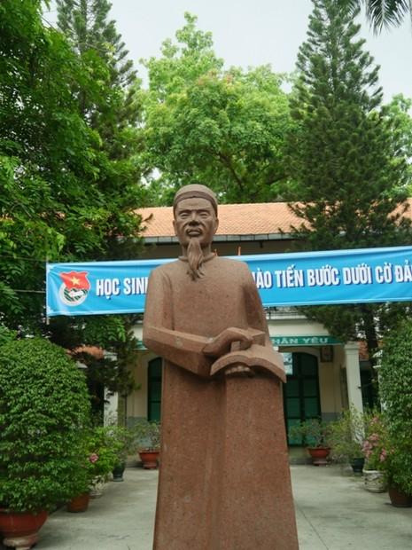Độc đáo những ngôi trường trăm tuổi ở Sài Gòn - ảnh 2
