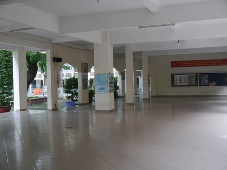 Độc đáo những ngôi trường trăm tuổi ở Sài Gòn - ảnh 8