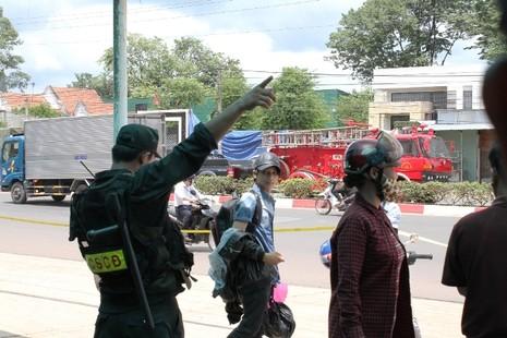 Người dân bỏ việc ra hiện trường theo dõi thực nghiệm vụ thảm sát ở Bình Phước  - ảnh 10