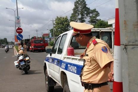 Người dân bỏ việc ra hiện trường theo dõi thực nghiệm vụ thảm sát ở Bình Phước  - ảnh 11