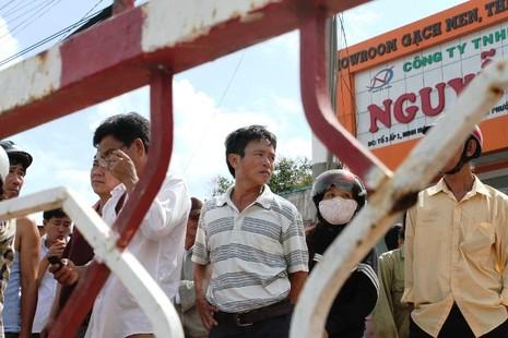 Người dân bỏ việc ra hiện trường theo dõi thực nghiệm vụ thảm sát ở Bình Phước  - ảnh 1